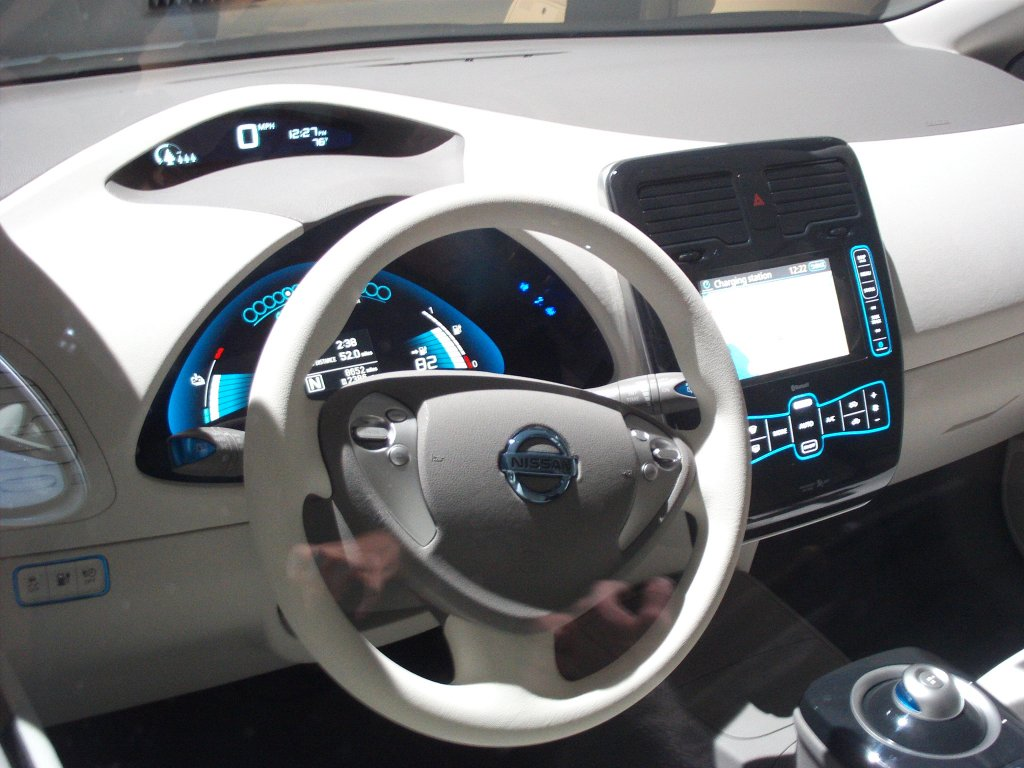 Nissan leaf ev launched in usa huffpost 2009 11 15 102g leaf instrument panel vanachro Gallery