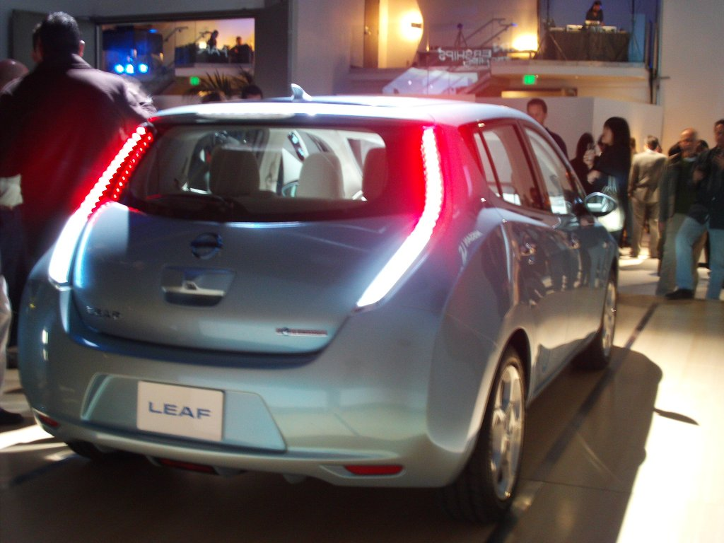 Nissan leaf ev launched in usa huffpost 2009 11 15 106g vanachro Gallery