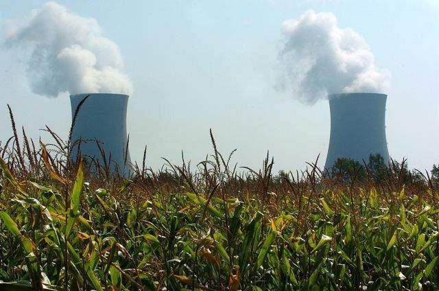2009-12-02-FermiCoolingTowers.jpg