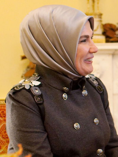 michelle meets with turkey s first lady debuts new j crew