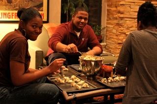 2009-12-21 deborahbrianandtaymakingcookies.jpg