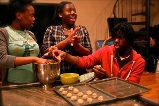 2009-12-21-taybrianneandchrismakingcookies.jpg