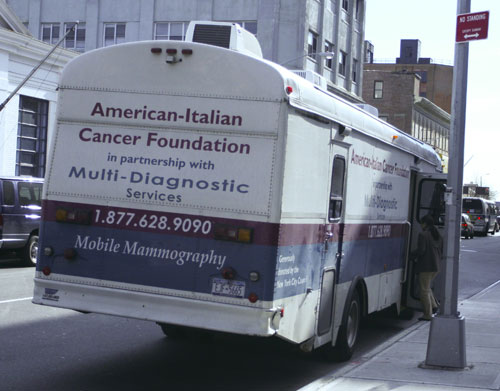 2009-12-22-cancer_bus_1.jpg