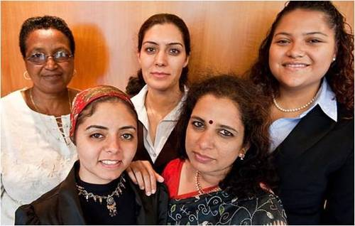 2009-12-23-Goldman_Sachs_Helps_10000_Women_4.0_A.jpg