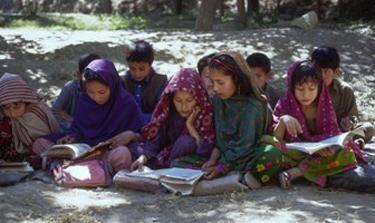 2010-01-13-girlsreading.jpg