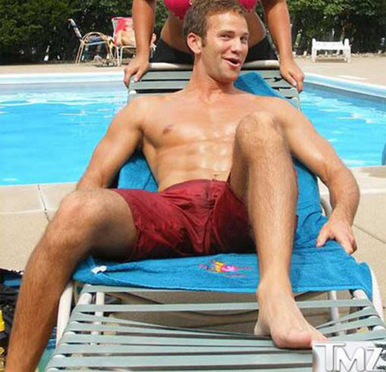 2010-01-21-aaronschockshirtless.jpg