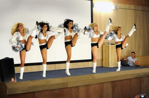 2010-01-21-cheerleaders.jpg