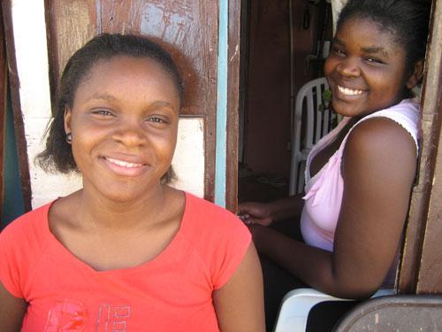 2010-01-25-haitianwomen.jpg