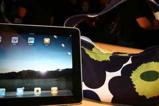 2010-01-27-iPadandmyMarimekkobag.jpg