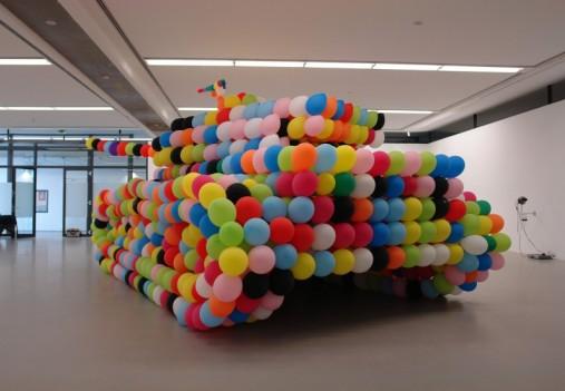 2010-02-07-artcoolbaloontanksculpturetankgermanpanther.jpg