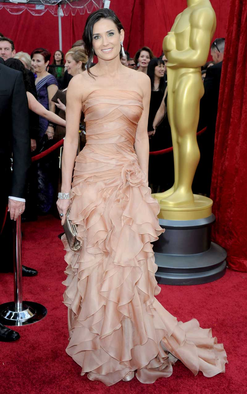 Demi Moore Oscars 2010: Wrapped And Ruffled (PHOTO)