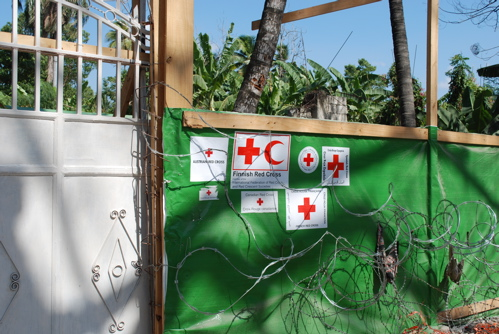 2010-03-17-red_cross_leogane.jpg