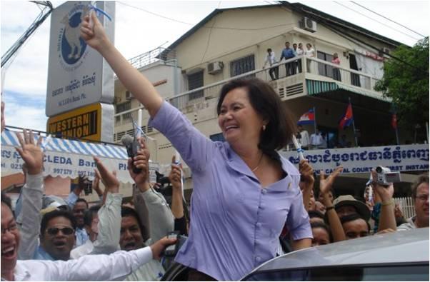 2010-03-20-Cambodian_Parliament_Member_Mu_Sochua_4.0_A.jpg