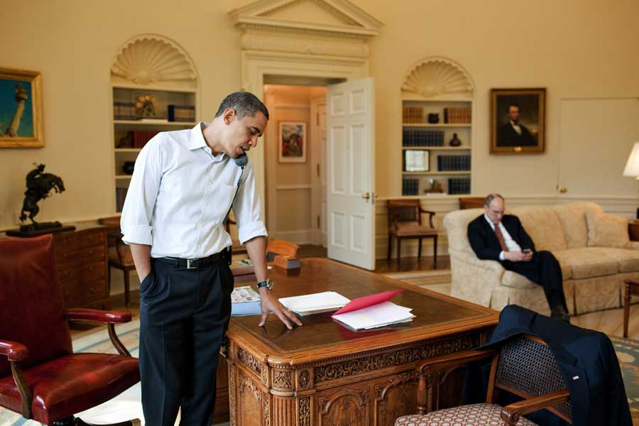 Obama 39 s working weekend wear photos huffpost - When is obama out of office ...