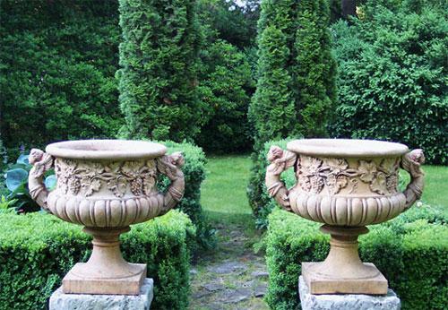 2010-03-24-urns.jpg