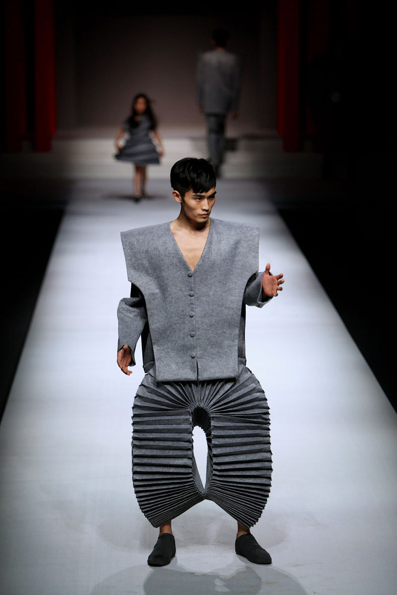 China Fashion Week Bent Out Of Shape Photo Huffpost