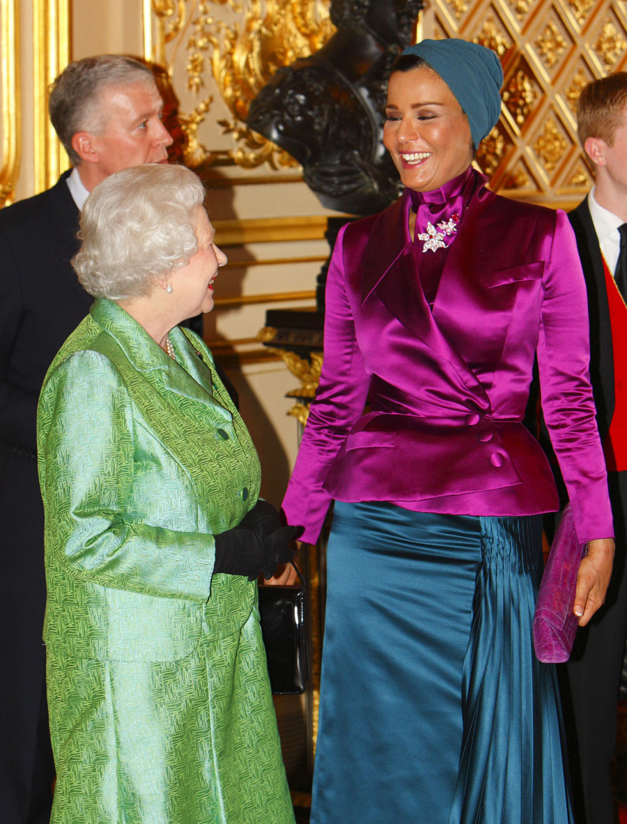 Sheikha Mozah Meets The Royals In Fabulous Fashion Photos Poll Huffpost