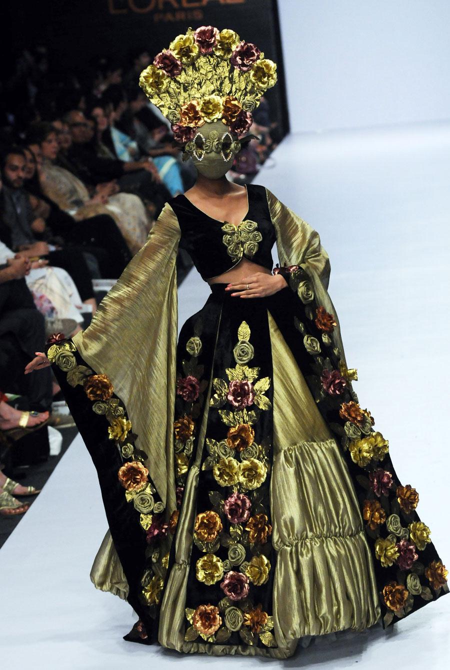 2010-04-09-PAKISTANFASHIONWEEK.jpg