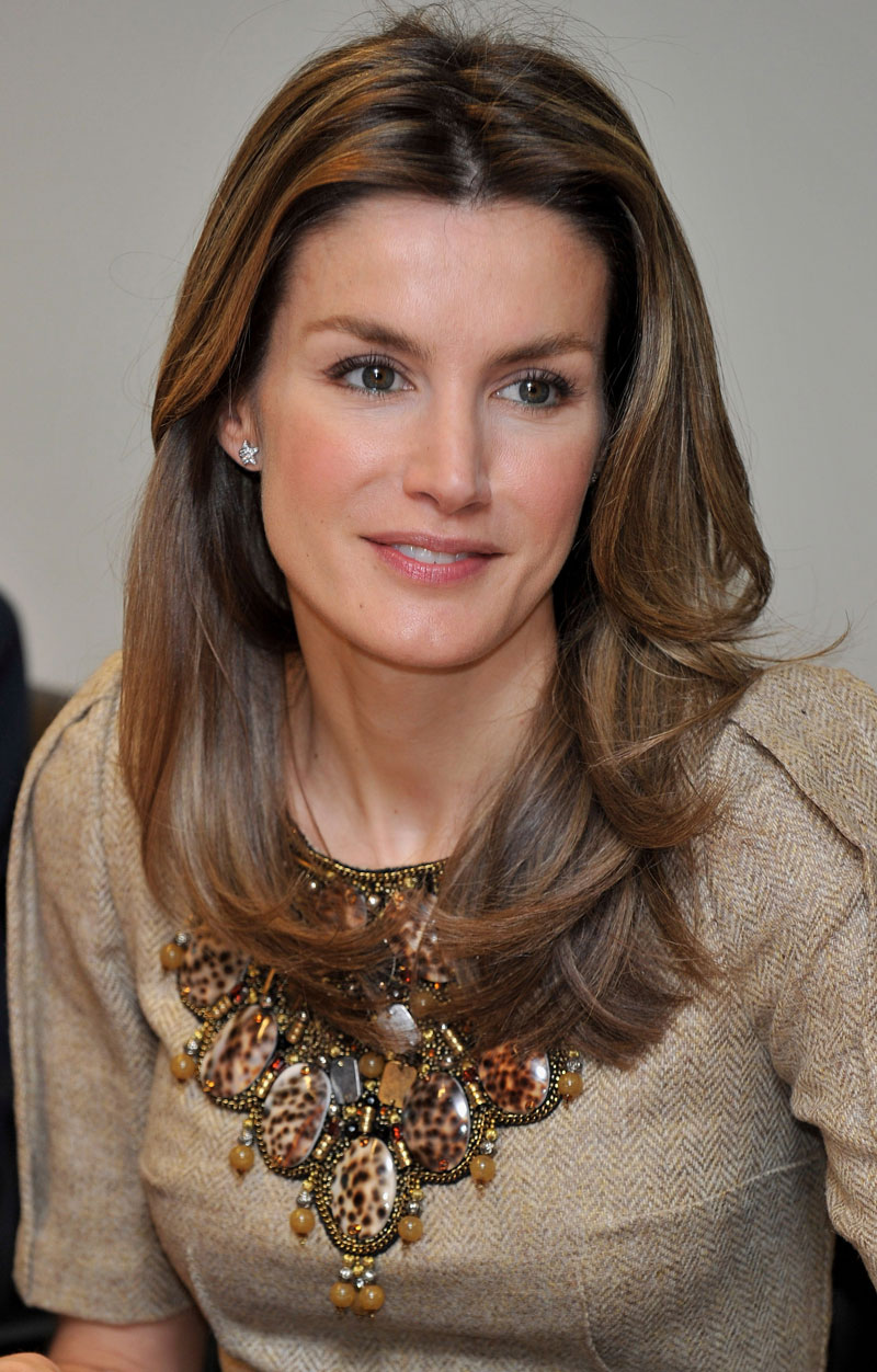 Princess Letizia's Lavish Neckline: Love It Or Leave It? (PHOTOS, POLL) - 2010-04-12-L1