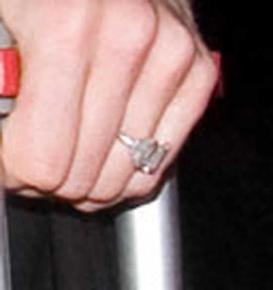 chelsea clinton 39 s engagement ring makes public appearance