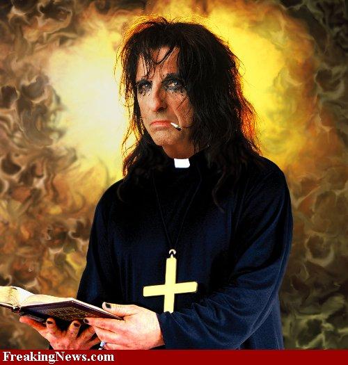 2010-05-03-PriestAliceCooper37086.jpg