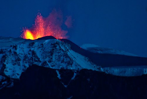 2010-05-21-IcelandVolcanoEruption.jpg