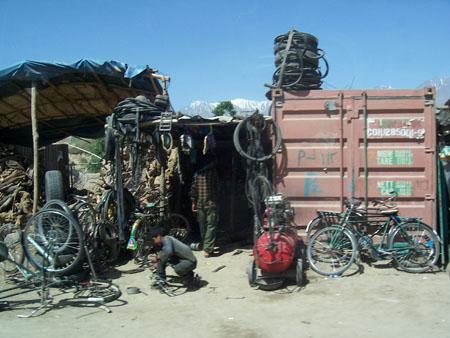2010-06-02-BikeshopinAfghanistan.JPG