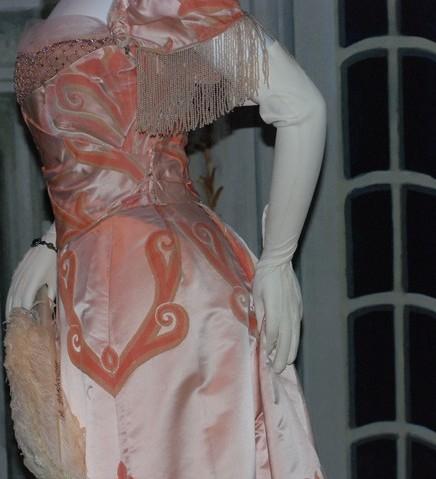 2010-06-06-story_xlimage_2010_05_R4265_Heiress_Evening_Gown_MET_Detail_05032010.jpg