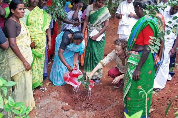 2010-06-16-Womenplantshrunk.jpg