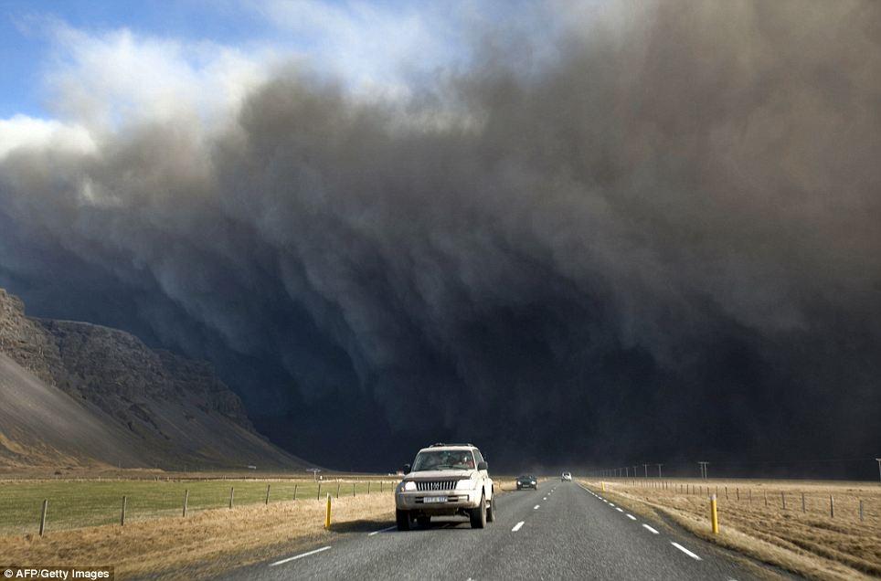 2010-06-25-ashcloud.jpg