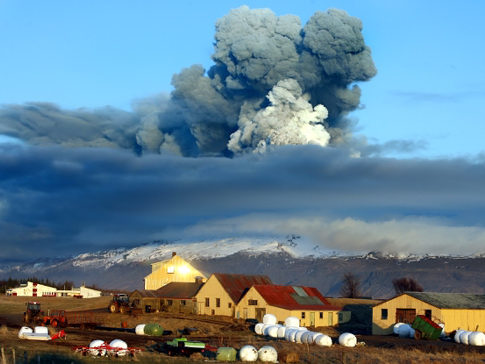 2010-07-12-iceland_volcano.jpg