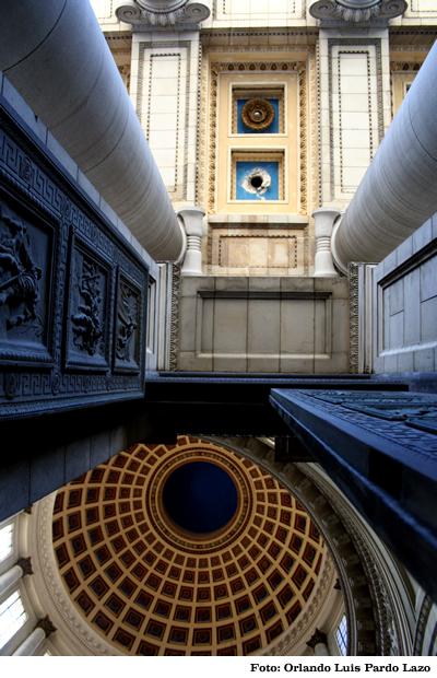 2010-07-23-interior_capitolio.jpg