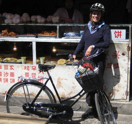 2010-07-26-Beijingmeandbikeinhutong1.jpg