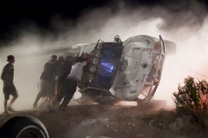 2010-08-17-California_Off_Road_Crash_pushingtruckupright.jpeg