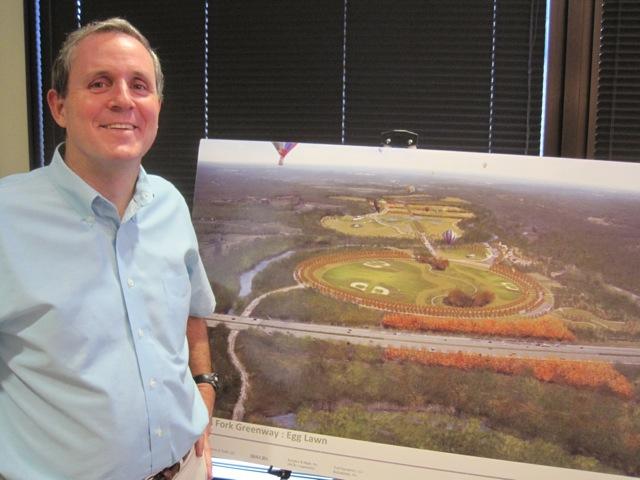 2010-08-26-DanJoneswithhisproposalforTheEggLawnalongTheForkGreenwaybyWallaceRobertsToddWRTAugust2010.JPG