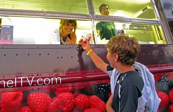 2010-09-07-AidaMollenkampservingicecream.jpg