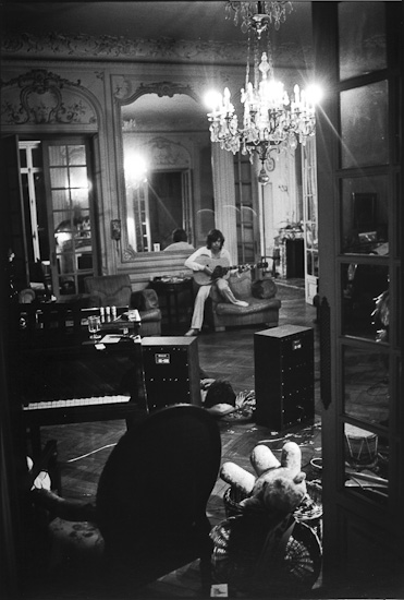 music words photography exiles in paris whole lotta rolling stones huffpost. Black Bedroom Furniture Sets. Home Design Ideas