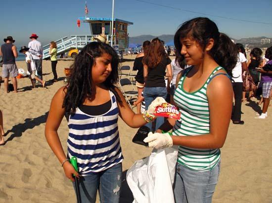 2010-09-29-Twofriendsdisplaysomeinterestingtrash.jpg