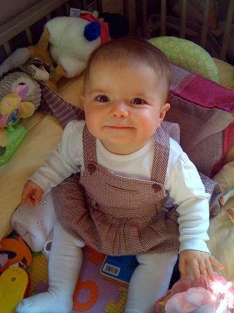 2010-10-06-Louiseincrib.jpg