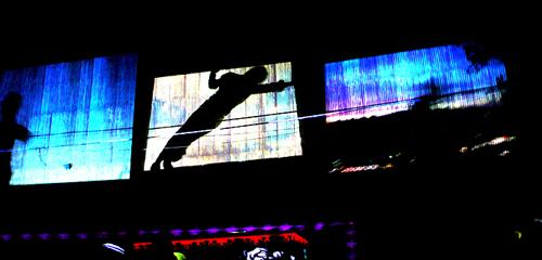 2010-10-08-brooklynstreetart500HUFFPOclairescovilledancerjordanbringtolifenuitblancheNYC2010jaimerojoweb2.jpg