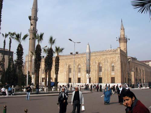 2010-10-14-EgyptianshavefewerchoiceswithclampdownonmediaAbuFadil.jpg