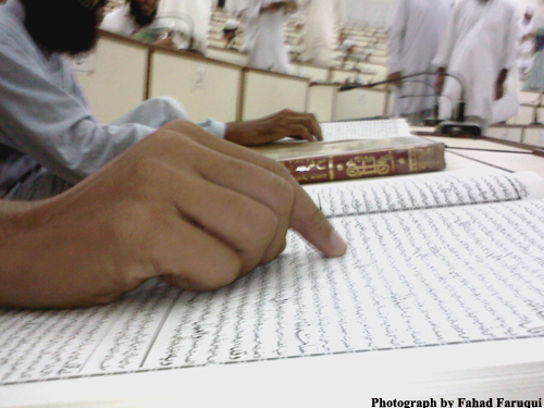 2010-10-16-StudentbrowsingbookofHadithintheclassroomofDarulUloomcopy.jpg