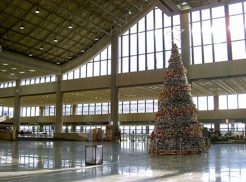 2010-11-08-airportchristmas.jpg