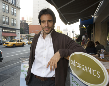 2010-11-09-AlbertoGonzalez.jpg