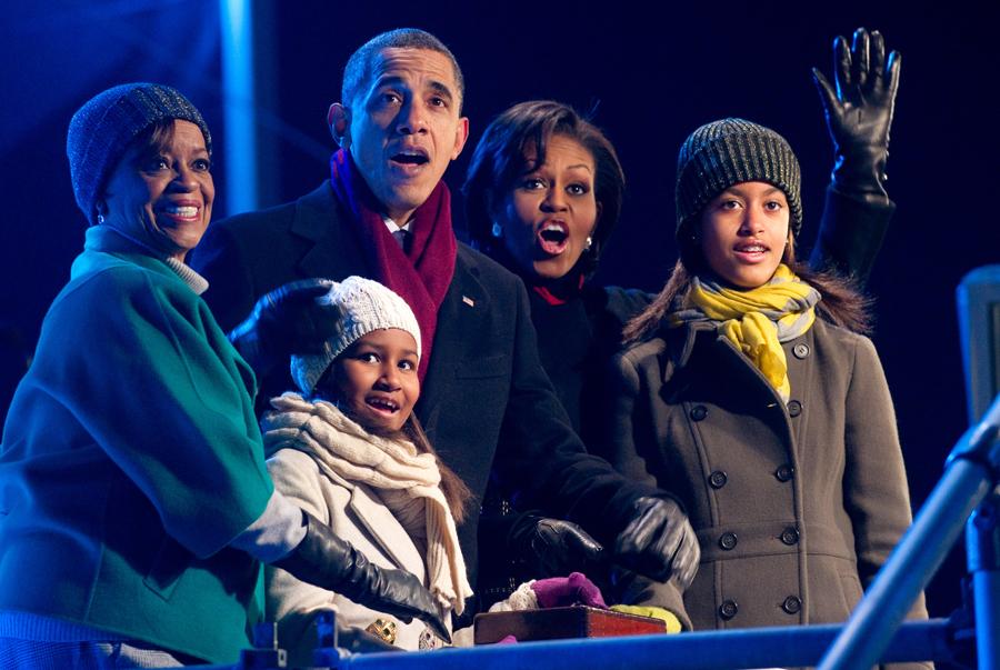 2010-12-10-obamaholidaytree1.jpg