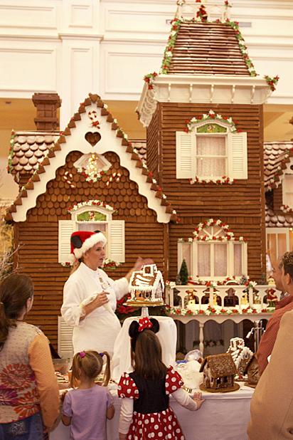 2010-12-21-gingerbreaddisney_V.jpg