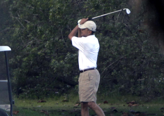 Images Obama Hawaii Vacation 2010: President Goes Golfing On Day 2 (PHOTOS) 3 obama