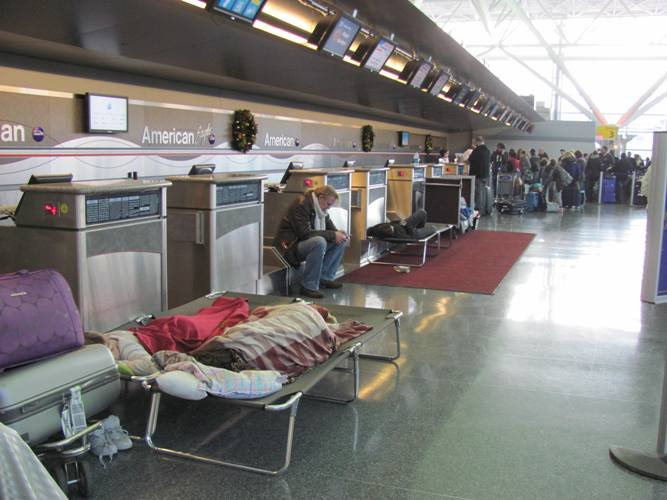 2010-12-28-AmericanAirlinesticketcounterJFKAirportmorningTuesDec281010.jpg