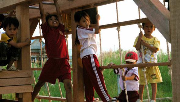 2011-01-07-PLAYGROUND.jpg