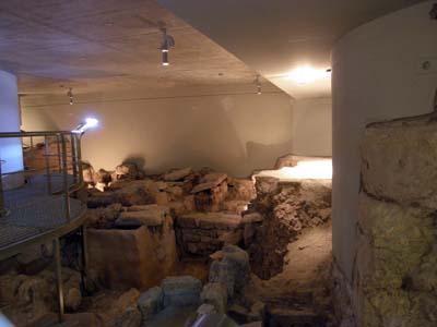 2011-01-09-St.GeorgeCathedralCryptMuseumAbuFadil.jpg